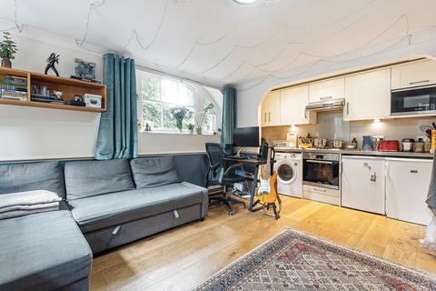 2 bedroom flat to rent - Connaught Mews London SE18