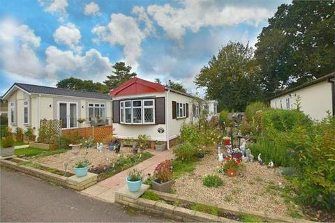 2 bedroom mobile home for sale - Belgrave Drive, Kings Langley, Hertfordshire