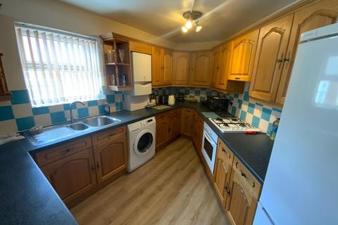 2 bedroom apartment for sale - TWO DOUBLE BEDROOM APARTMENT close to BEACH