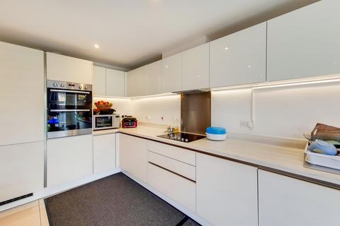 4 bedroom flat to rent - Autumn Way, West Drayton, UB7