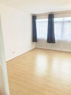 3 bedroom maisonette to rent - Barnet Road, Potters Bar, EN6