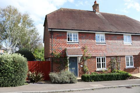 3 bedroom semi-detached house for sale - Morris Drive, Billingshurst
