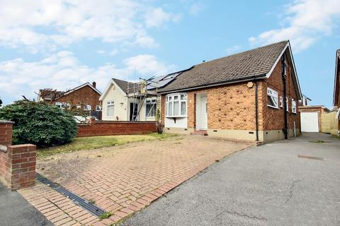 2 bedroom bungalow for sale - Chelsworth Drive, Harold Wood