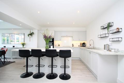 4 bedroom semi-detached bungalow for sale - Hamilton Road, Lancing BN15 9NR