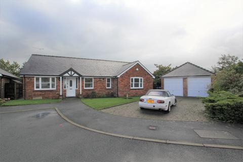 3 bedroom detached bungalow to rent - Castle Street, Holt, Wrexham, LL13