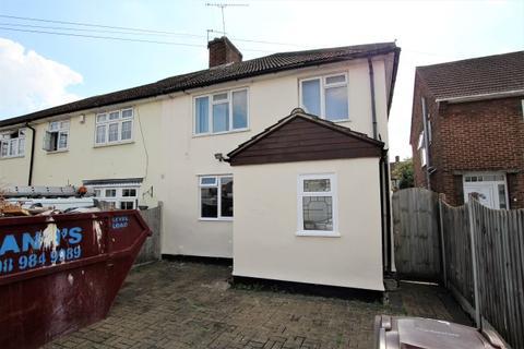 3 bedroom semi-detached house to rent - Romsey Road, Dagenham RM9
