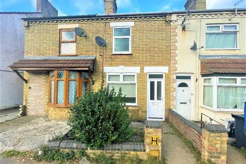 3 bedroom terraced house to rent - Fengate, Peterborough, PE1 5BA