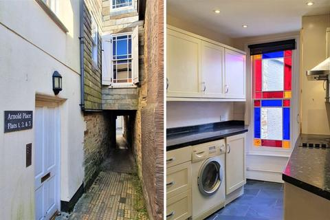 2 bedroom flat for sale - Arnold Place, Fore Street, Bodmin