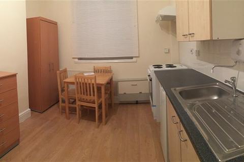 Flat to rent - Homerton High Street, HACKNEY, HACKNEY