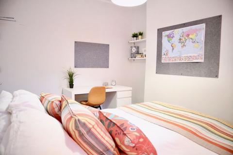 3 bedroom property to rent - Elmsdale Road, Liverpool