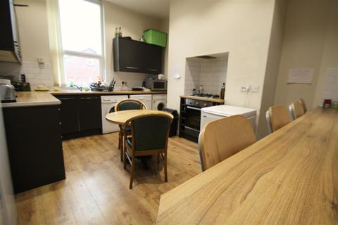 10 bedroom terraced house to rent - Victoria Road, Hyde Park, LS6 1DU
