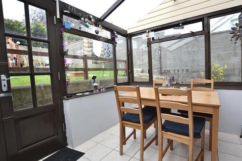 2 bedroom semi-detached house for sale - Glenview Avenue, Pembroke Dock