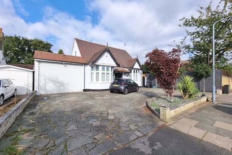 4 bedroom detached bungalow for sale - Egerton Gardens, Ilford, Essex, IG3