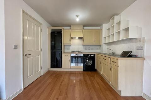 2 bedroom flat to rent - Staines Road, Twickenham