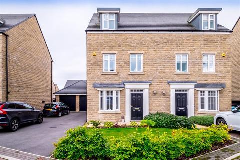 4 bedroom semi-detached house for sale - Newton Close, Lightcliffe, Halifax