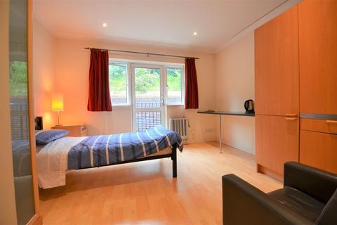Studio to rent - Marlow Bottom, Marlow