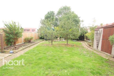 3 bedroom terraced house to rent - Budoch Drive,IG3