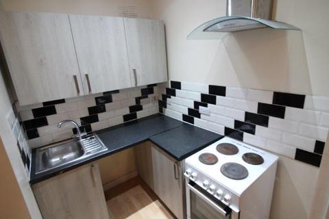 Studio to rent - 370 Dewsbury Road, LEEDS LS11
