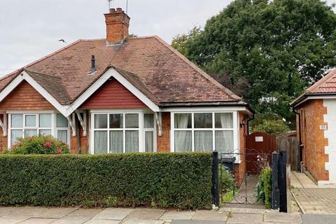 2 bedroom semi-detached bungalow for sale - Reedway, Spinney Hill, Northampton NN3 6BT