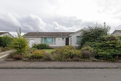 3 bedroom detached bungalow for sale - 17 Kingscroft, Kelso TD5 7NU