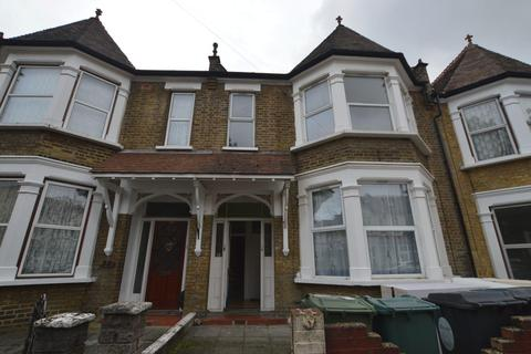 3 bedroom flat to rent - Lyndhurst Drive, Leyton, E10