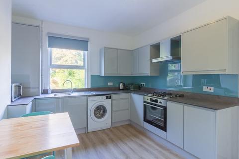 2 bedroom maisonette to rent - Waverley Road, London, SE18