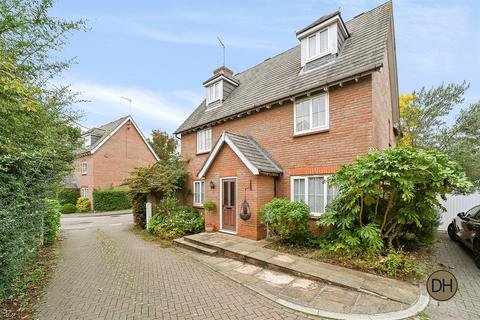5 bedroom detached house for sale - Tempest Mead, North Weald, Essex CM16