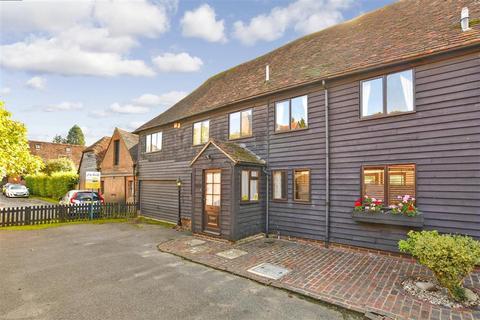 4 bedroom barn conversion for sale - Oast Court, Yalding, Maidstone, Kent