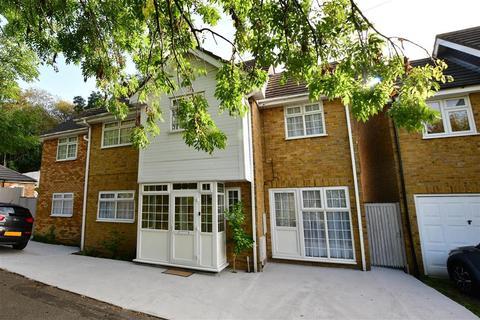 6 bedroom detached house for sale - Roding Lane South, Redbridge, Essex
