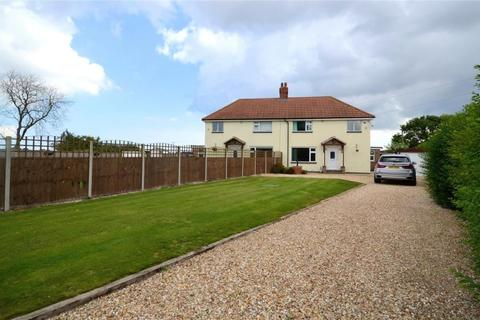 3 bedroom semi-detached house for sale - Thoresby Bridge, Marshchapel, Grimsby, Lincolnshire, DN36 5TY
