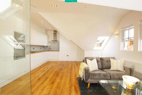 3 bedroom flat to rent - Lavender Gardens, London, SW11 1DJ