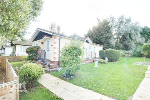 2 bedroom park home for sale - The Green, Romford