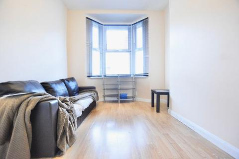 3 bedroom terraced house to rent - White Road, E15