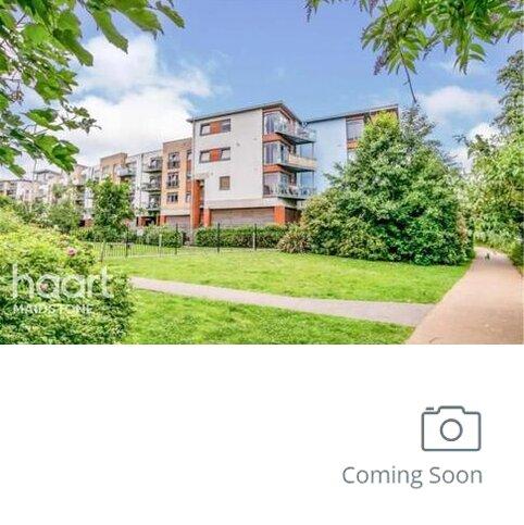2 bedroom flat to rent - Hart Street, ME16