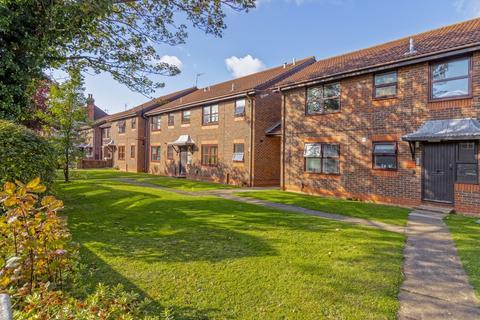 2 bedroom ground floor flat for sale - Bulkington Avenue, Worthing, BN14 7HL