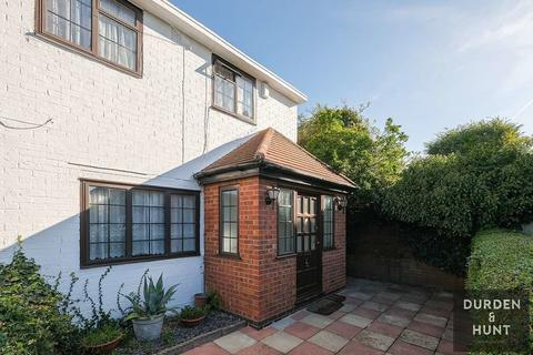 2 bedroom end of terrace house for sale - The Acorns, Chigwell