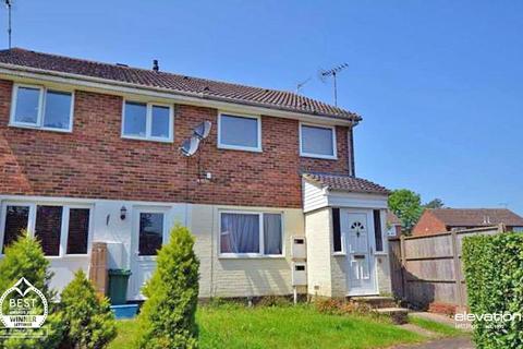 Studio to rent - Carroll Close, Newport Pagnell, MK16