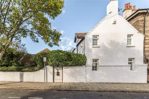 3 bedroom semi-detached house for sale - Richmond Road, Worthing, West Sussex, BN11