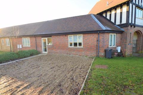 2 bedroom barn conversion to rent - Poplars End, Park Road, Toddington
