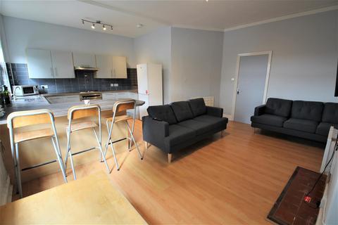 3 bedroom apartment to rent - Kelso Road, Hyde Park, Leeds, LS2 9PR