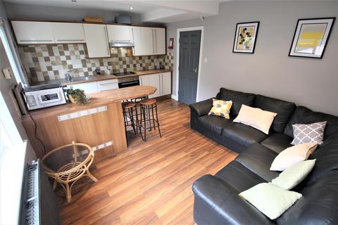 4 bedroom semi-detached house to rent - St Annes Drive, Headingley, Leeds, LS4 2SA