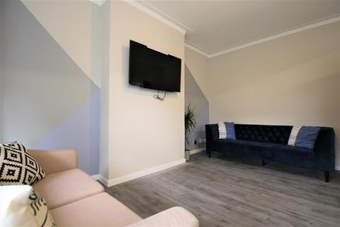 5 bedroom apartment to rent - Belle Vue Road, Hyde Park, Leeds, LS3 1HF