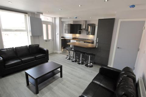 6 bedroom terraced house to rent - Royal Park Grove, Hyde Park, Leeds, LS6 1HQ