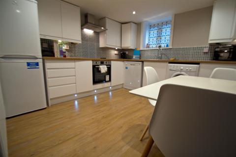 5 bedroom terraced house to rent - School View, Hyde Park, Leeds, LS6 1EN