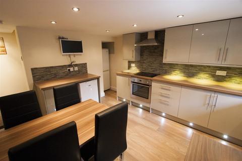 5 bedroom terraced house to rent - Ashville Avenue, Hyde Park, LS6 1LX