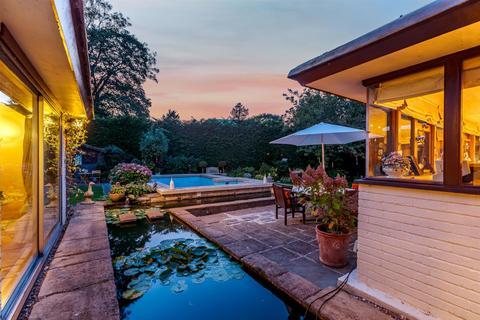 4 bedroom detached bungalow for sale - School Lane, Tiddington, Stratford-Upon-Avon, Warwickshire, CV37 7AJ