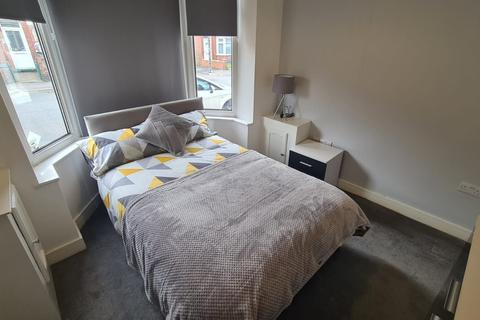 5 bedroom house share to rent - Room 1, 94 Burton Avenue, Doncaster