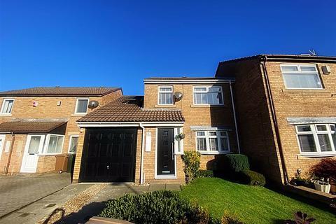 4 bedroom semi-detached house for sale - Hickstead Close, Hadrian Park, Wallsend, NE28