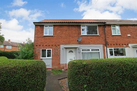 3 bedroom end of terrace house for sale - Kirkham Close, Hessle