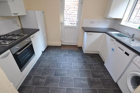 5 bedroom house to rent - Derby Grove, NG7 - UON